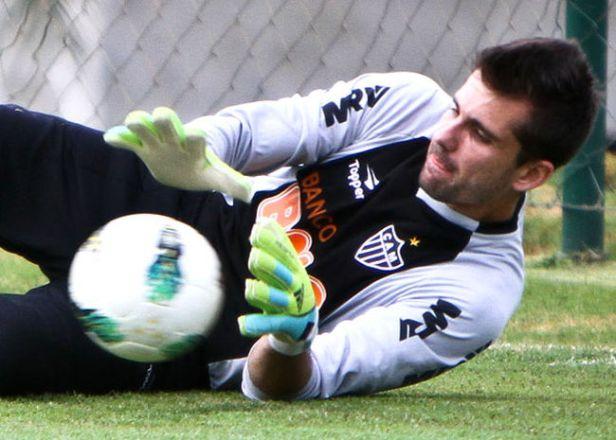 Victor salva Atletico-MG